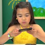 Pozrite si reakcie detí keď dostali do rúk Walkman