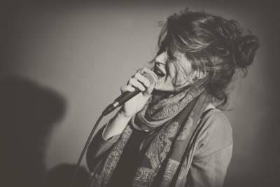 Zuzana Mikulcová vydáva debutový album Slová