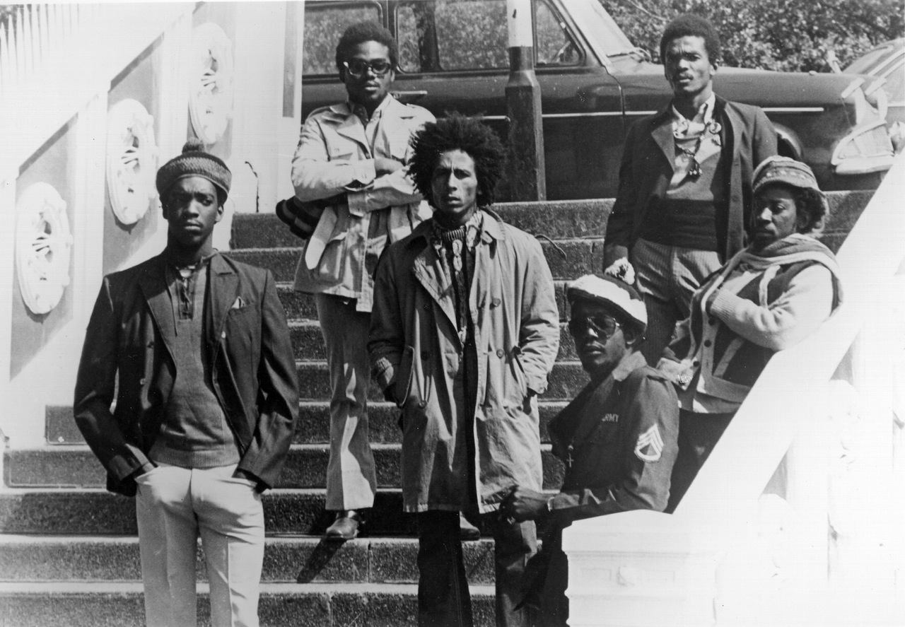 LONDON - 1973:  Bob Marley and the wailers (L-R Peter McIntosh 'Tosh', Aston 'Family Man' Barrett, Bob Marley, Earl 'Wire' Lindo, Carlton 'Carly' Barrett and Neville 'Bunny' Livingston) pose for a portrait in 1973 in London, England. (Photo by Michael Ochs Archives/Getty Images)