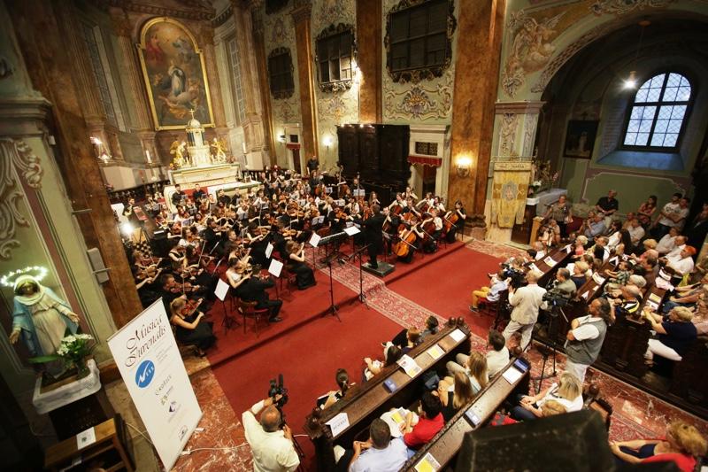 Šengenský poludník uzavrie koncert zboru aorchestra zRumunska